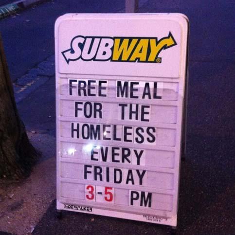 Comida gratis para mendigos todos los viernes de 3 a 5 PM